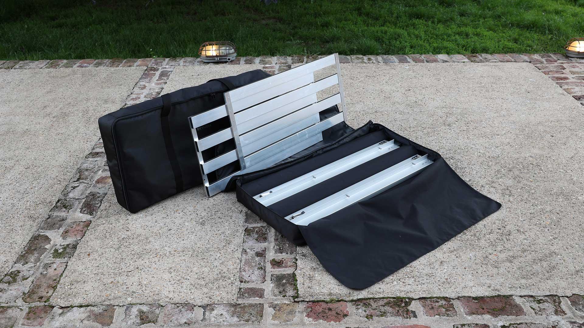 In Tasche 2 sind die 4 Seitenholm-Hälften und die 4 Lattenrost-Elemente verstaut. Bei der Anordnung der Einzelteile wurde übrigens in beiden Taschen die Reihenfolge für Auf- und Abbau berücksichtigt. Das ist Smart Packaging!
